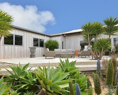 whangarei heads accommodation - lush tropical gardens - gone coastal